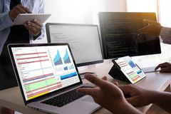service de renseignements Technol de statistiques d'Analytics de données vérifiées de travail photos stock