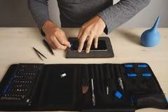 Service de repairment d'ordinateur et de téléphone images stock