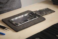 Service de repairment d'ordinateur et de téléphone photos stock