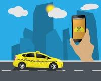 Service de taxi Taxi de taxi jaune Mains avec l'application de smartphone et de taxi, la ville et le ciel avec des nuages Illustr Illustration Libre de Droits