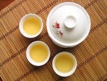 Service de thé de chinois traditionnel images stock