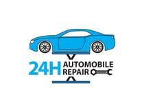 Service de voiture, mécanicien automobile travaillant dans le garage, service des réparations Photo libre de droits