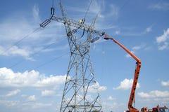 Service des réparations sur le pylône de pouvoir Image libre de droits