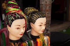 Service för frisyr för flätade trådar för gatafrisörsalong erbjudande royaltyfri foto