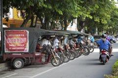 Service för gruppmotorcykeltaxi Fotografering för Bildbyråer