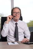 service för hörlurar med mikrofonoperatörstelefon Royaltyfria Bilder