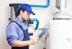 Service för Hot-water värmeapparat royaltyfri bild