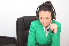 service för operatör för kundkvinnlighörlurar med mikrofon Royaltyfria Bilder
