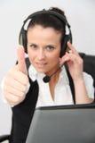 service för operatör för kundkvinnlighörlurar med mikrofon Royaltyfri Bild