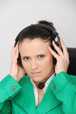 service för operatör för kundkvinnlighörlurar med mikrofon Royaltyfri Fotografi