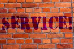 Service för textteckenvisning Det begreppsmässiga fotoet som hjälper något som stöttar, ger väggen för trans.kommunikationstegels arkivbilder