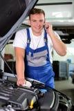 service för utbyte för bunkebilelevator lyftolja Arkivfoto