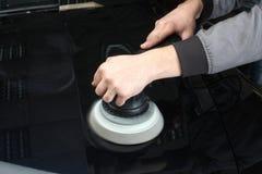 service för utbyte för bunkebilelevator lyftolja Arbetarpolering av bilen Royaltyfria Foton