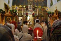 Service i den ortodoxa kyrkan / Vladivostok Ryssland Arkivbilder