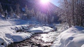 service informatique d'amour de jour de beautiluf d'Alpes de rivière Photo stock