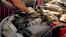 Service och reparation, datordiagnostik: a stock video