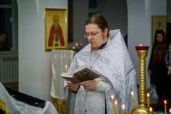 Service orthodoxe pour le baptême dans la région de Kaluga le 19 janvier 2016 Photos libres de droits