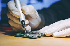 Free Service Repair Electronics Royalty Free Stock Photos - 131214998
