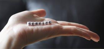Service som in tjänas som, gömma i handflatan av handen Royaltyfri Bild