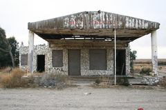 Service Station Ruins In The Desert on Route 66. An old abandoned service station made of stone along Route 66 in the California desert Stock Photo