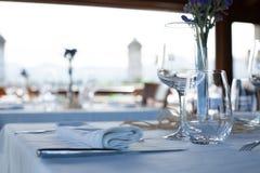 Service vide prêt dans le restaurant Photographie stock