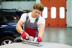 Serviceman in a car workshop Royalty Free Stock Images