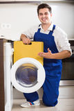 Serviceman posing near washing machine Royalty Free Stock Photography