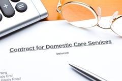 Services domestiques de soins de contrat photographie stock libre de droits