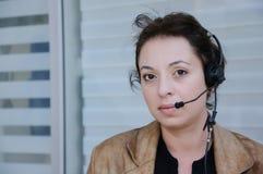 Servicetelefonoperatör i hörlurar med mikrofon Arkivfoto