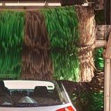 Servicio automático del túnel de lavado en la acción Fotografía de archivo libre de regalías