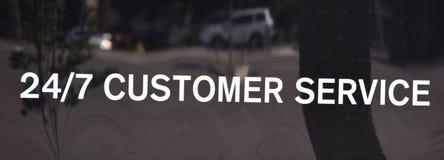 Servicio de atenci?n al cliente disponible las veinticuatro horas del d?a foto de archivo libre de regalías