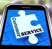 Servicio de atención al cliente en Smartphone que muestra la ayuda en línea Foto de archivo libre de regalías