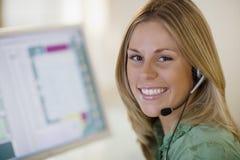 Servicio de atención al cliente sonriente Fotos de archivo