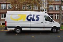 Servicio de entrega de la furgoneta del mensajero de GLS Foto de archivo libre de regalías