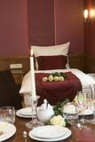 Servicio de habitación romántico Imagen de archivo libre de regalías