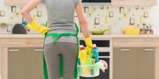 Servicio de la limpieza de la casa foto de archivo libre de regalías