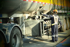 Servicio de los empleados y del aceite de motor Fotografía de archivo