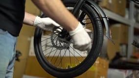 Servicio de mantenimiento de la bicicleta Junta de una nueva bici 8 almacen de video