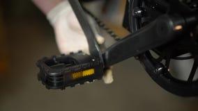 Servicio de mantenimiento de la bicicleta Junta de una nueva bici 3 almacen de video