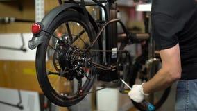 Servicio de mantenimiento de la bicicleta Junta de una nueva bici 9 almacen de video