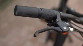 Servicio de mantenimiento de la bicicleta Junta de una nueva bici 18 almacen de metraje de vídeo