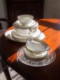 Servicio de mesa elegante en comedor formal foto de archivo libre de regalías