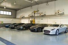 Servicio de reparación del coche de Aston Martin imágenes de archivo libres de regalías