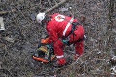 Servicio de rescate de la montaña de los paramédicos foto de archivo