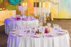 Servicio de una cena de boda Concepto del abastecimiento imagenes de archivo