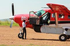 Servicio del aeroplano en Maasai Mara Park en Kenia Fotos de archivo libres de regalías