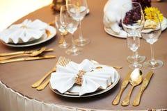 Servicio del evento del restaurante del abastecimiento fije la tabla en el partido Fotografía de archivo