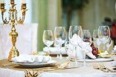 Servicio del evento del restaurante del abastecimiento fije la tabla en el partido Foto de archivo