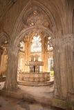 Servicio en el claustro real del monasterio de Batalha Foto de archivo libre de regalías