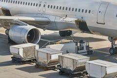 Servicio en tierra de los aviones Imágenes de archivo libres de regalías